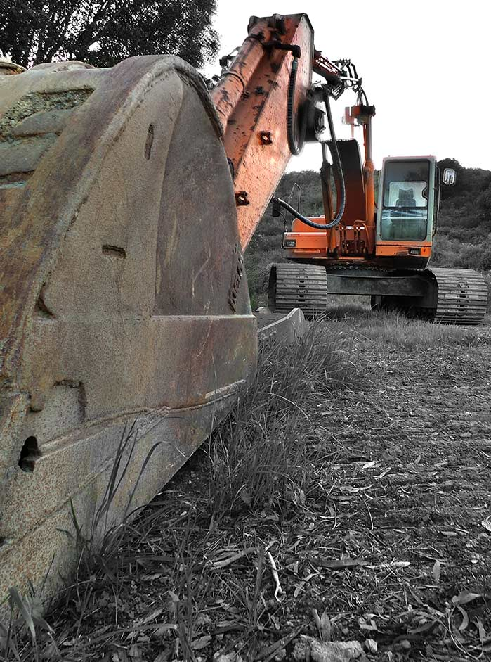 excavator_BW_col_photo101